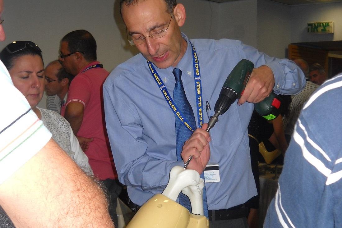 """ד""""ר דבי רונן - אורתופד מומחה החלפת מרפק ירך וברך ,המלצה על אורתופד מומחה"""
